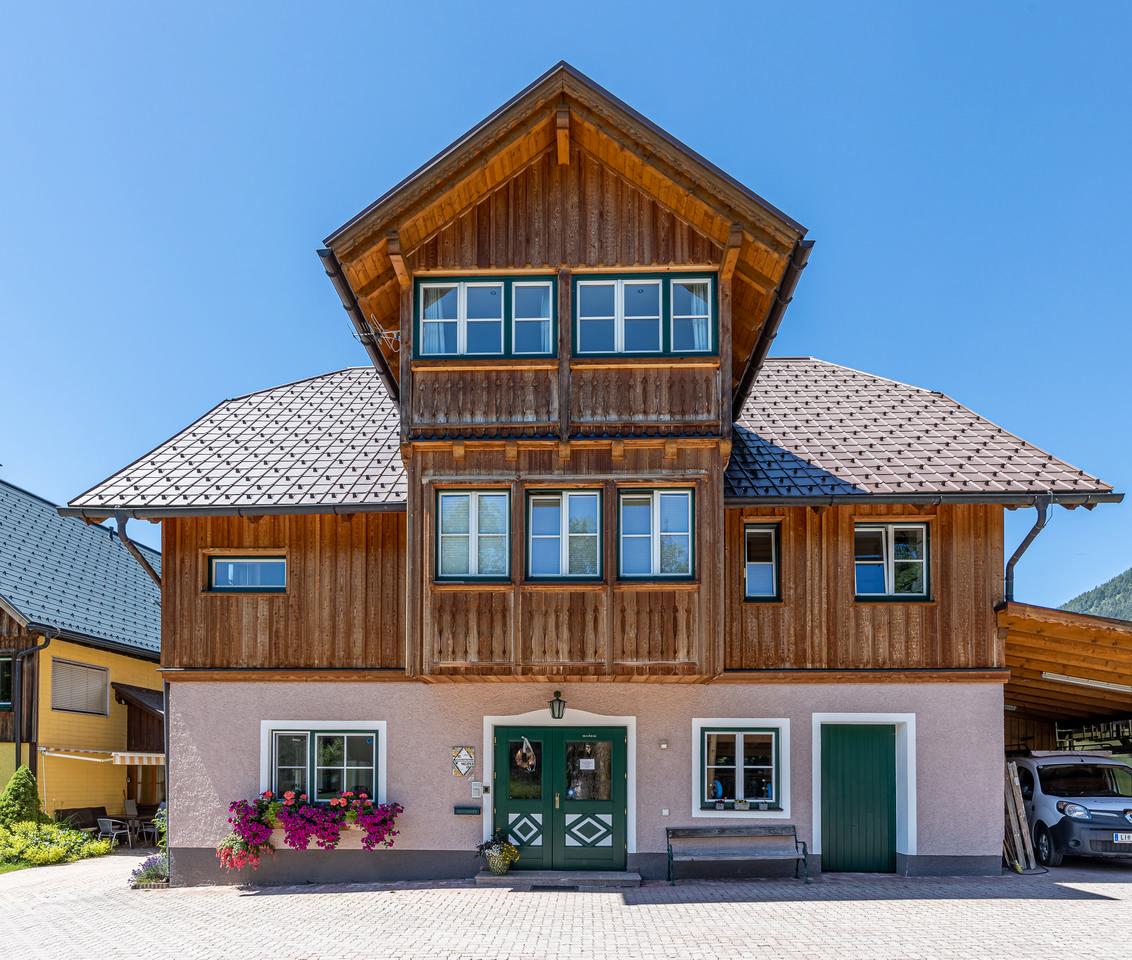 Impressum - Das Bild zeigt: Haus Ferienwohnungen Neuper frontale Ansicht