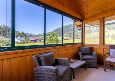 Ferienwohnung in Obersdorf -verglaster Balkon mit Sitzbereich 2. BIld